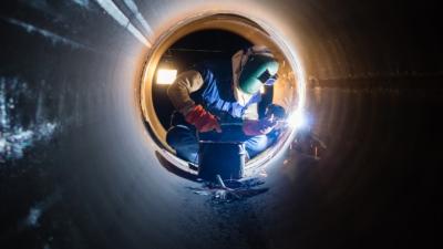pipe-welder-laborer-worker